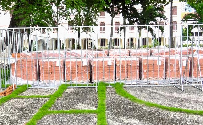30.000 viên ngói mũi tên cất công nhập từ Pháp để trùng tu Nhà thờ Đức Bà - Ảnh 9.