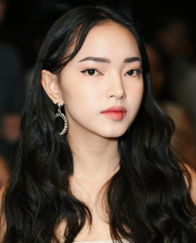 """4 cô nàng Việt sở hữu đôi môi dày mọng """"nhìn là muốn cắn"""" - Ảnh 4."""