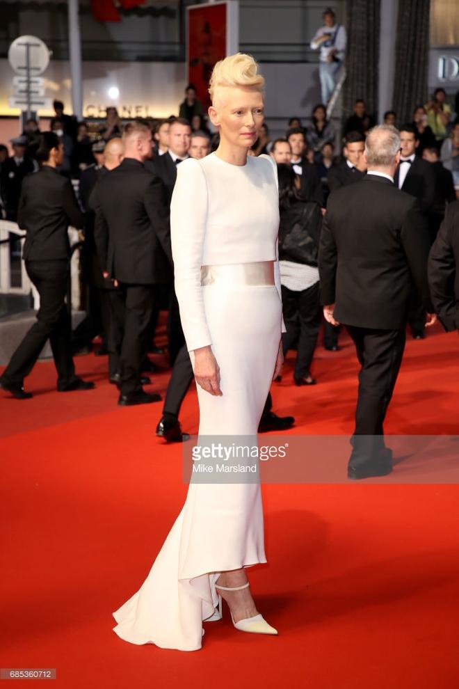 Hoa hậu Aishwarya Rai đẹp như Lọ Lem, chặt chém dàn mỹ nhân trên đấu trường nhan sắc Cannes! - ảnh 10