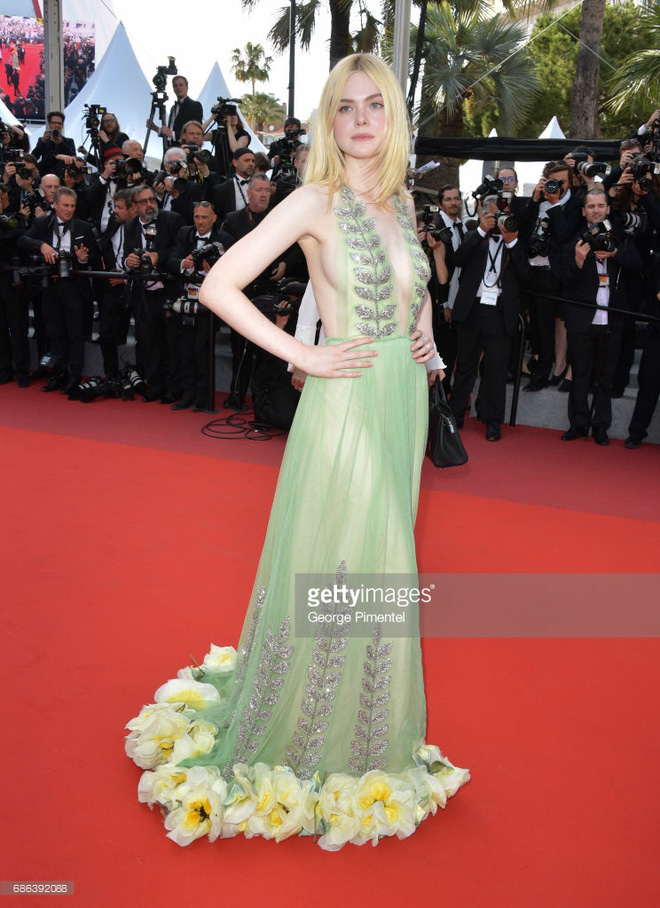 Thảm đỏ Cannes ngày 5 bỗng xuất hiện một nàng tiên hoa xinh đẹp đến nao lòng! - Ảnh 2.