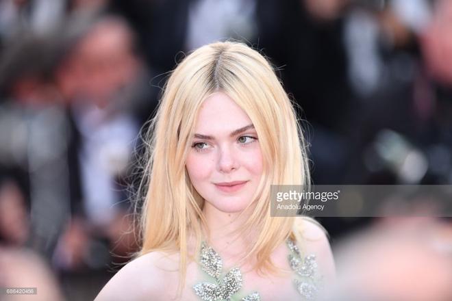 Thảm đỏ Cannes ngày 5 bỗng xuất hiện một nàng tiên hoa xinh đẹp đến nao lòng! - Ảnh 1.