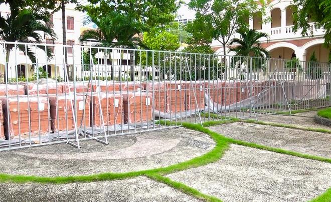 30.000 viên ngói mũi tên cất công nhập từ Pháp để trùng tu Nhà thờ Đức Bà - Ảnh 4.