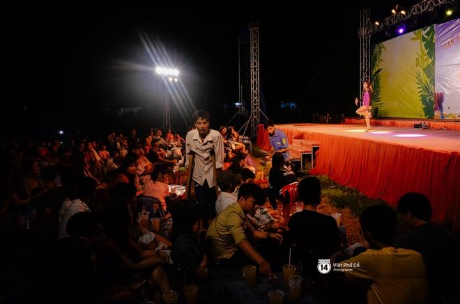 Theo chân ca sĩ Châu Gia Kiệt một đêm diễn tỉnh: Nhọc nhằn, lắm gian nan, nhưng không gì bằng cái vỗ tay của khán giả - Ảnh 15.