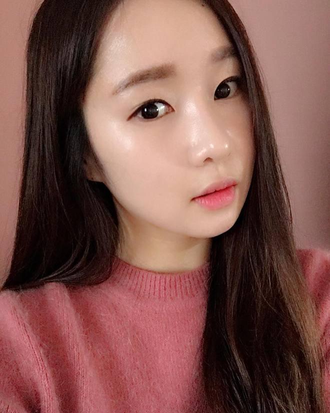 Trước đã mê da căng bóng, nay con gái Hàn lại càng chuộng mốt da bóng lưỡng như bôi mỡ - Ảnh 7.