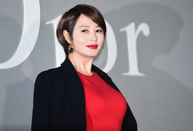 Trớ trêu loạt sao nữ Hàn: Tường thành nhan sắc tự nhiên ế dài, kẻ dao kéo hỏng lại lấy được đại gia - ảnh 8