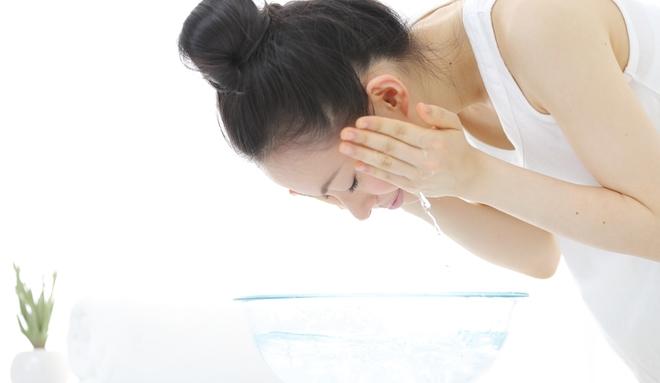 5 bước loại trừ mụn hiệu quả giúp bạn có làn da sáng mịn rạng ngời - Ảnh 4.