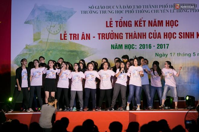 Đêm ra trường ngập tràn ánh nến, thắp vạn điều ước tuổi 18 của học sinh trường chuyên Lê Hồng Phong - Ảnh 19.