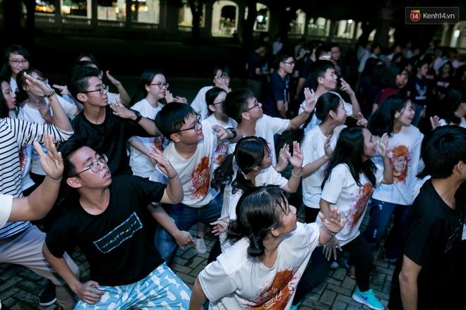 Đêm ra trường ngập tràn ánh nến, thắp vạn điều ước tuổi 18 của học sinh trường chuyên Lê Hồng Phong - Ảnh 17.
