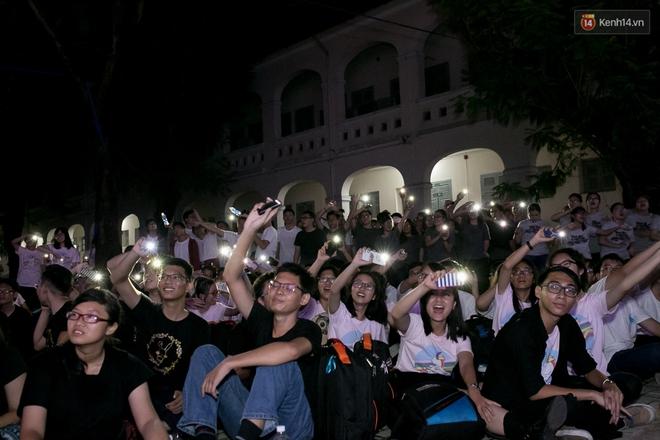 Đêm ra trường ngập tràn ánh nến, thắp vạn điều ước tuổi 18 của học sinh trường chuyên Lê Hồng Phong - Ảnh 15.