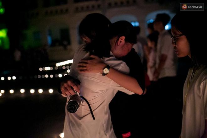 Đêm ra trường ngập tràn ánh nến, thắp vạn điều ước tuổi 18 của học sinh trường chuyên Lê Hồng Phong - Ảnh 11.