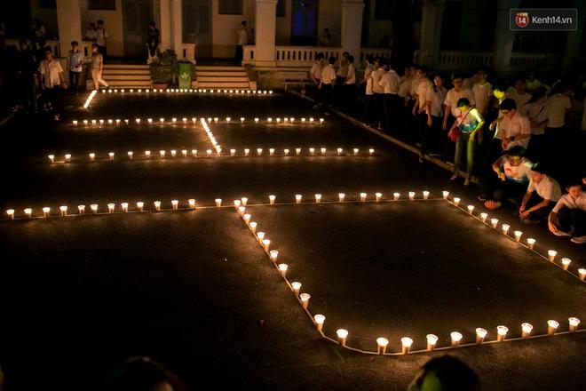 Đêm ra trường ngập tràn ánh nến, thắp vạn điều ước tuổi 18 của học sinh trường chuyên Lê Hồng Phong - Ảnh 9.