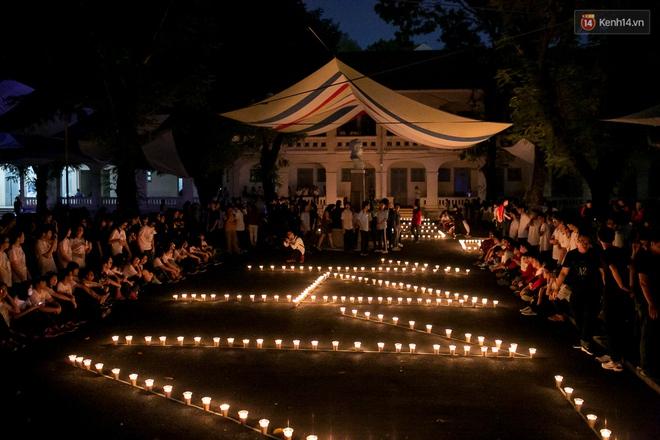 Đêm ra trường ngập tràn ánh nến, thắp vạn điều ước tuổi 18 của học sinh trường chuyên Lê Hồng Phong - Ảnh 10.