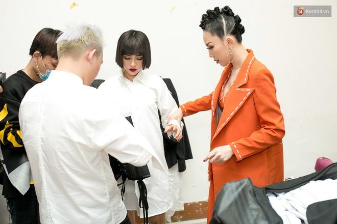 Hoài Lâm cùng bạn gái bất ngờ xuất hiện tại buổi ghi hình Chung kết 1 The Voice - Ảnh 21.
