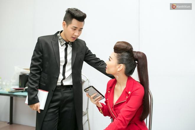 Hoài Lâm cùng bạn gái bất ngờ xuất hiện tại buổi ghi hình Chung kết 1 The Voice - Ảnh 17.
