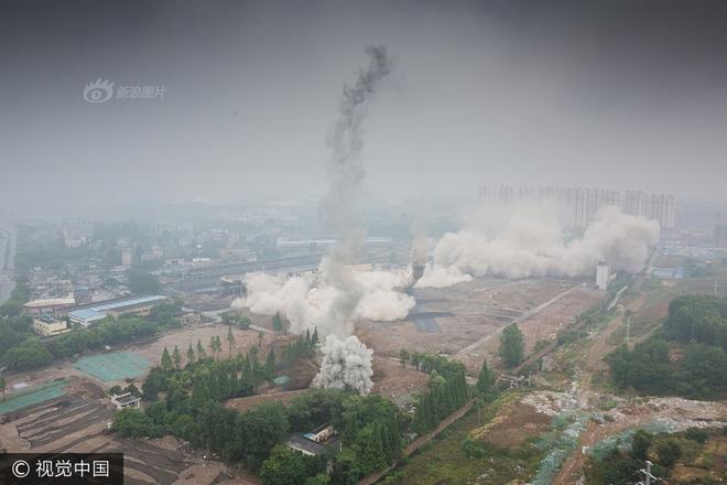 Trung Quốc phá dỡ nhà máy nhiệt điện, cả ngọn tháp cao bằng tòa nhà 60 tầng đổ sập trong vài giây ngắn ngủi - Ảnh 10