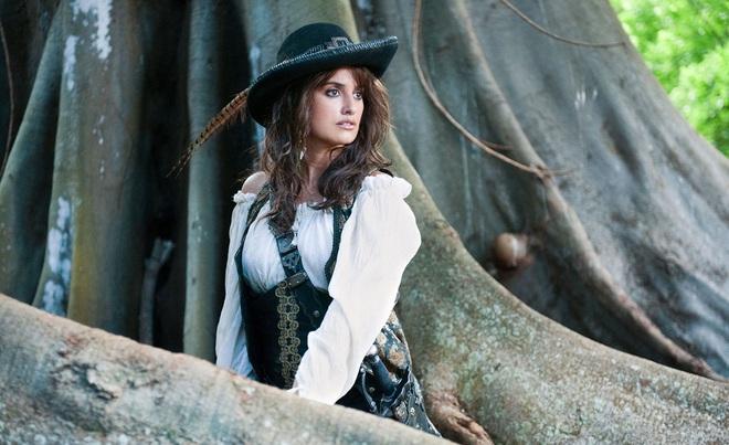 Những mỹ nhân nào từng ra khơi cùng Jack Sparrow trong loạt phim Cướp biển Caribbean? - Ảnh 8.