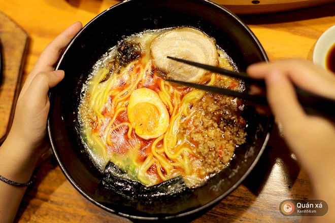 Rủ nhau thử ngay bát mì Nhật khổng lồ giá bình dân - Ảnh 3.