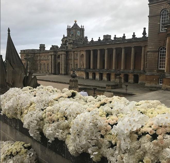 Đám cưới sang chảnh với 1 triệu bông hồng của con trai tỷ phú da màu giàu nhất thế giới - Ảnh 8