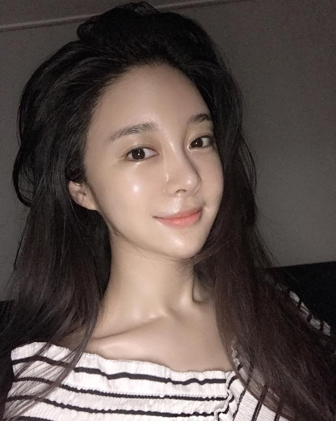 Trước đã mê da căng bóng, nay con gái Hàn lại càng chuộng mốt da bóng lưỡng như bôi mỡ - Ảnh 6.
