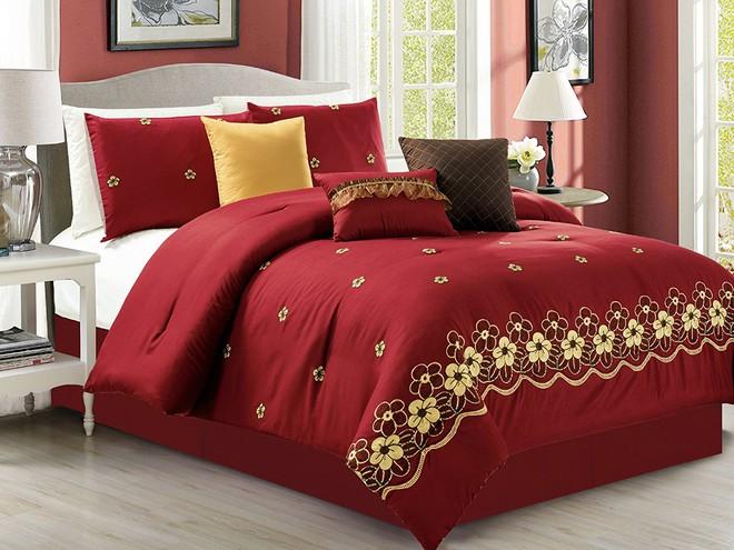 Ai đang dùng chăn ga giường màu đỏ và đen cũng sẽ bỏ ngay lập tức sau khi đọc bài viết này - ảnh 1