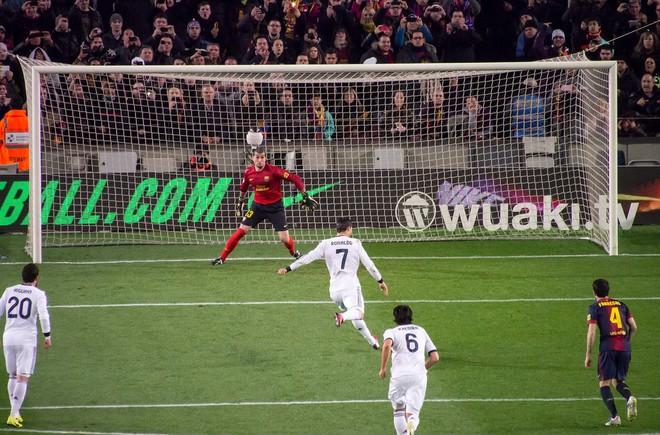 Kỷ lục gia Cristiano Ronaldo qua những con số - Ảnh 6.