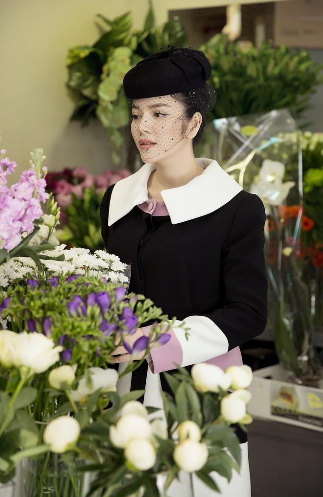 Lý Nhã Kỳ mặc quý phái tới viếng mộ Công nương Grace Kelly tại Monaco - Ảnh 1.