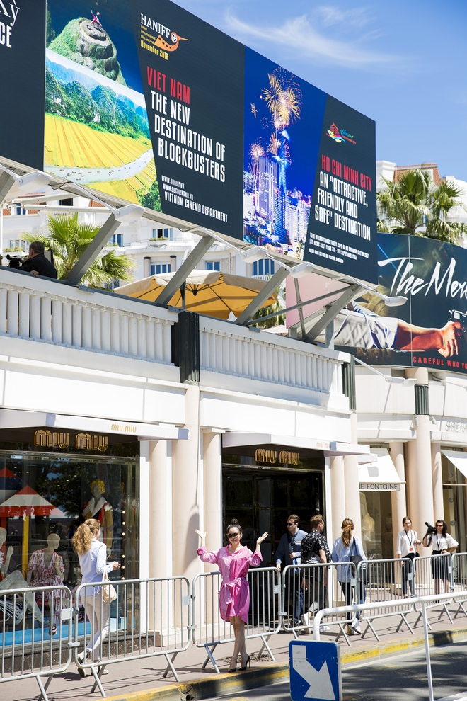 Lý Nhã Kỳ lên tiếng về tấm pano Lý Nhã Kỳ - Tiếng nói mới của Việt Nam đặt tại Cannes gây xôn xao - Ảnh 3.