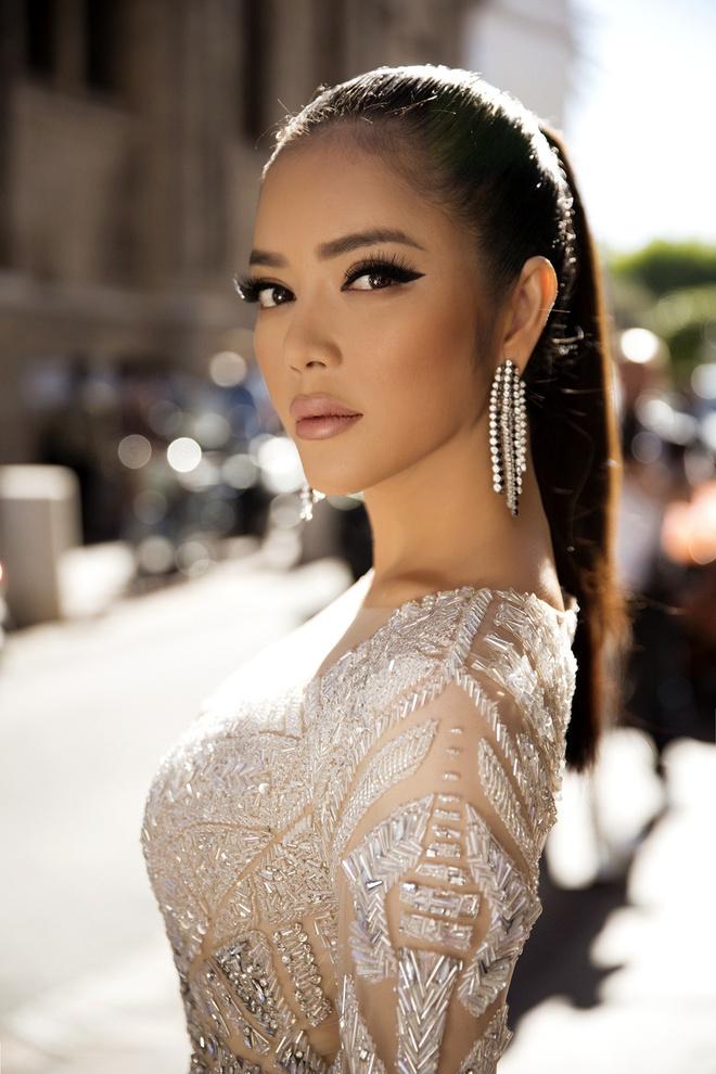 Lý Nhã Kỳ lột xác, hoá Nữ hoàng Cleopatra trên thảm đỏ LHP Cannes ngày 4 - Ảnh 3.