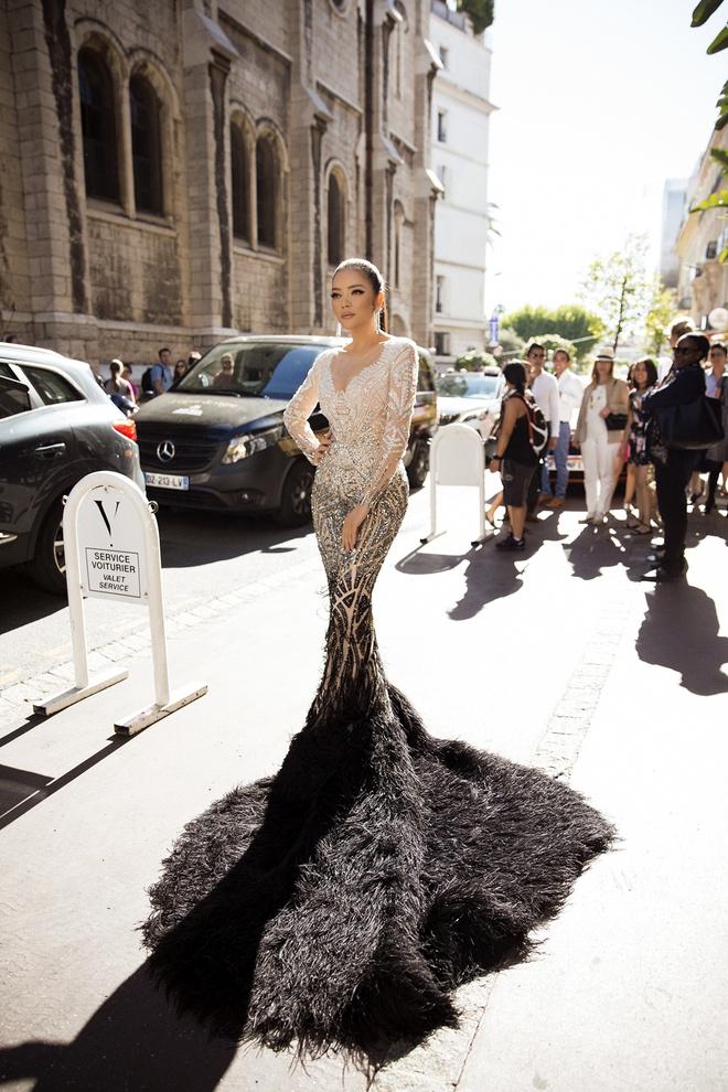 Lý Nhã Kỳ lột xác, hoá Nữ hoàng Cleopatra trên thảm đỏ LHP Cannes ngày 4 - Ảnh 2.