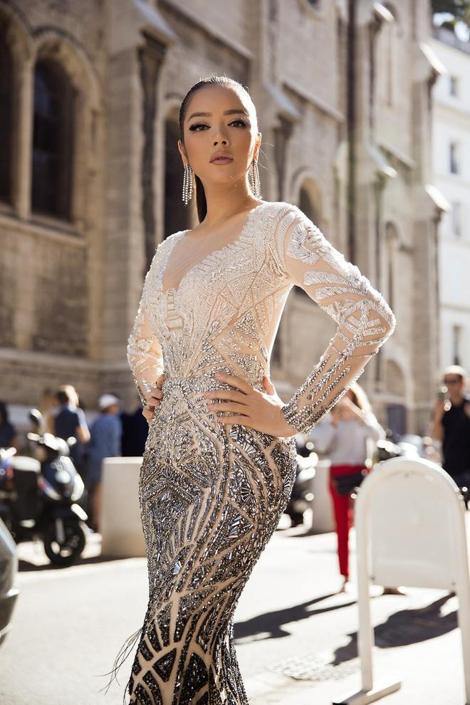 Lý Nhã Kỳ lột xác, hoá Nữ hoàng Cleopatra trên thảm đỏ LHP Cannes ngày 4 - Ảnh 4.