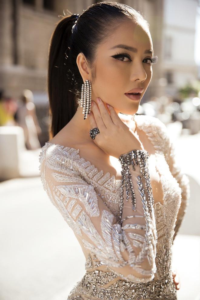 Lý Nhã Kỳ lột xác, hoá Nữ hoàng Cleopatra trên thảm đỏ LHP Cannes ngày 4 - Ảnh 5.