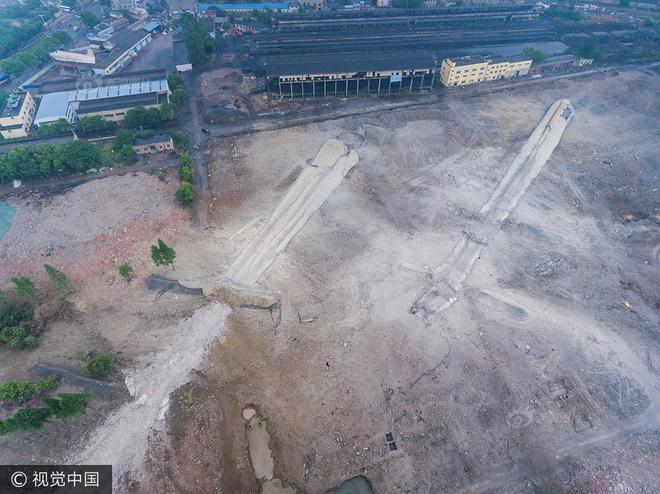 Trung Quốc phá dỡ nhà máy nhiệt điện, cả ngọn tháp cao bằng tòa nhà 60 tầng đổ sập trong vài giây ngắn ngủi - Ảnh 11