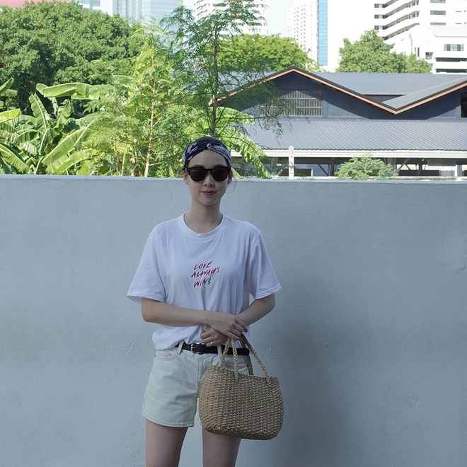 T-shirt với font chữ viết tay, món mới siêu hot đang được giới trẻ châu Á diện miết mải - Ảnh 8.