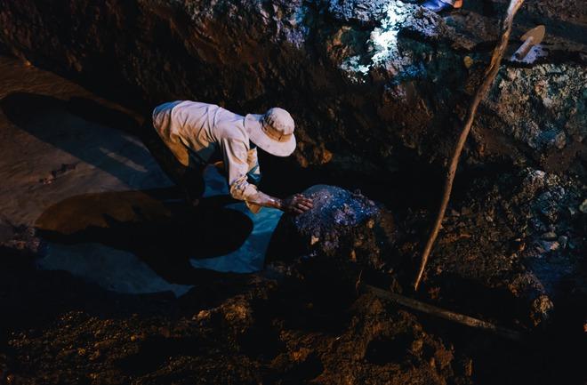 Chùm ảnh: Những công nhân miệt mài dưới lòng đất khi Sài Gòn chìm vào giấc ngủ - Ảnh 9.