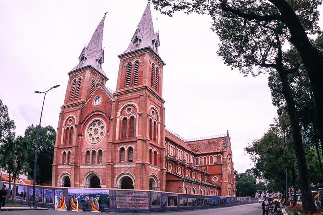 30.000 viên ngói mũi tên cất công nhập từ Pháp để trùng tu Nhà thờ Đức Bà - Ảnh 3.