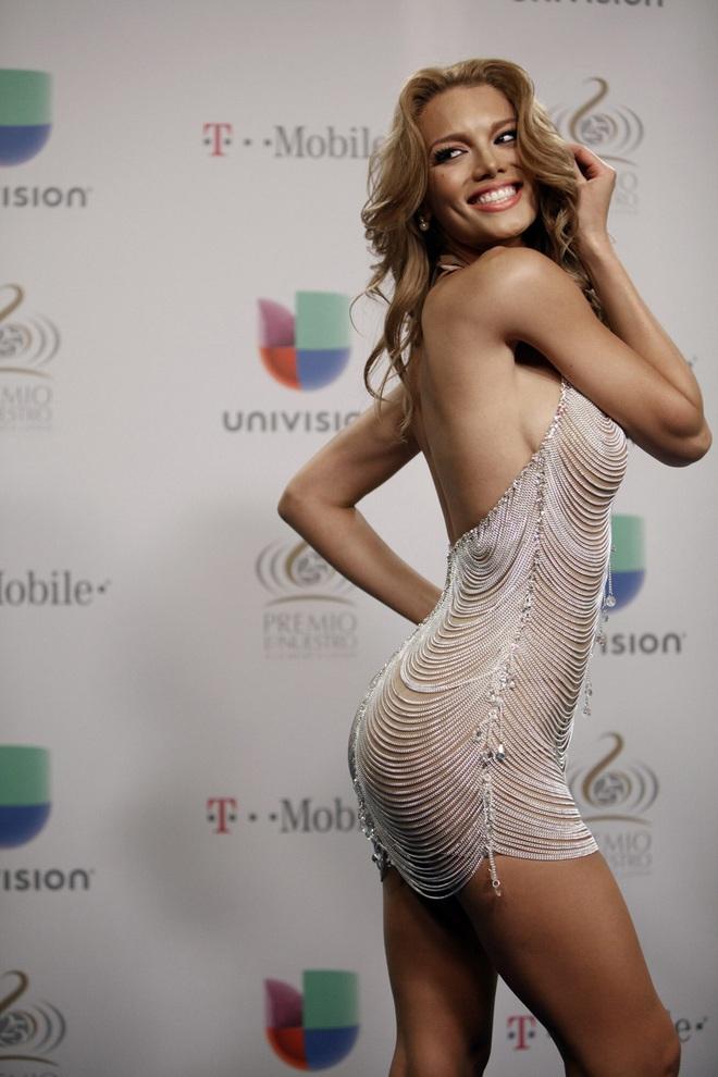 Mỹ nhân đóng MV Despacito chính là Hoa hậu Hoàn vũ 2006 cực xinh đẹp và nóng bỏng! - Ảnh 5.