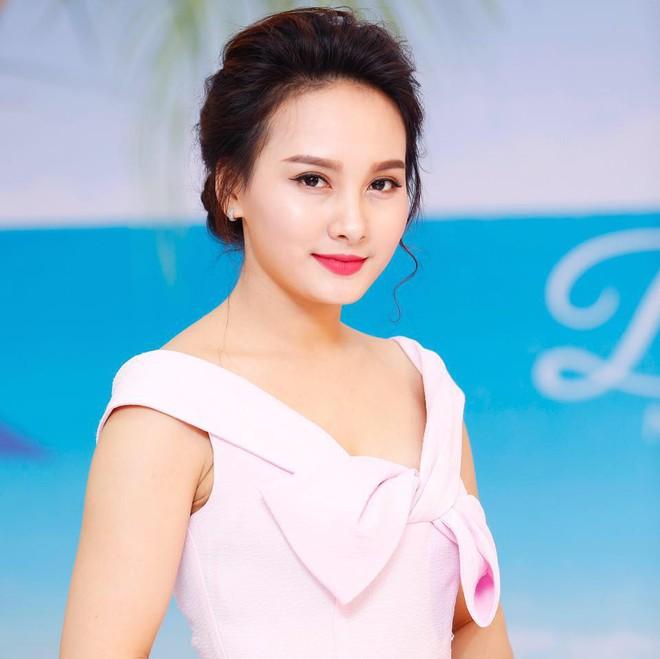 Dù đúng dù sai thì Minh Vân (Sống chung với mẹ chồng) ăn mặc kém xa Bảo Thanh ngoài đời! - Ảnh 2.