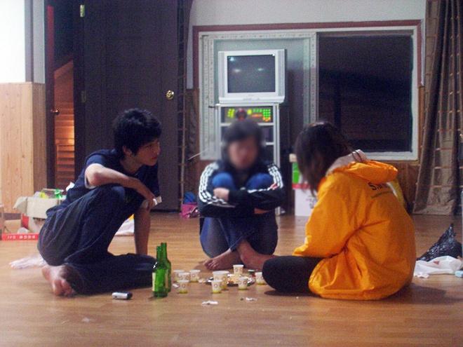Có ai như Song Joong Ki: Thời sinh viên toàn bị chụp lén và hình nào cũng giống bìa tạp chí - Ảnh 5.
