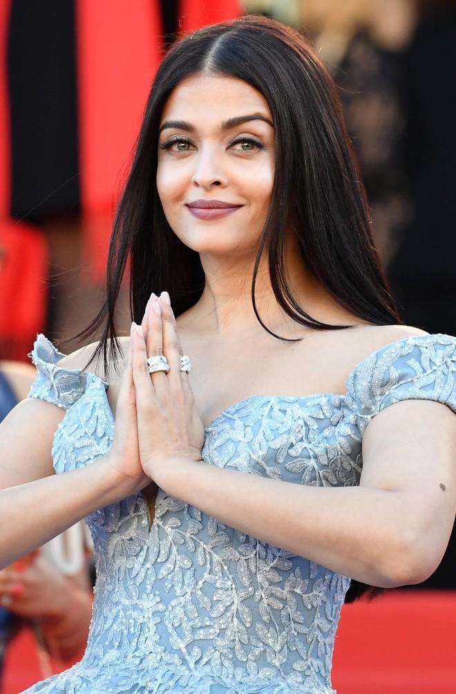 Hoa hậu Aishwarya Rai đẹp như Lọ Lem, chặt chém dàn mỹ nhân trên đấu trường nhan sắc Cannes! - Ảnh 6.