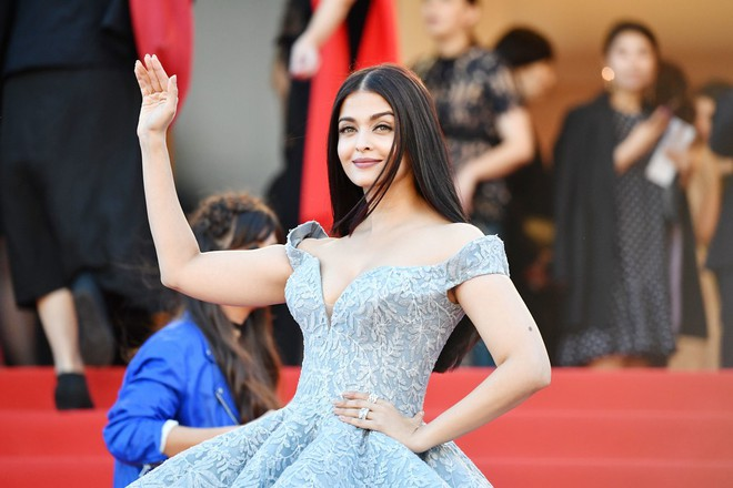 aishwarya-rai-okja-red-carpet-arrivals-7