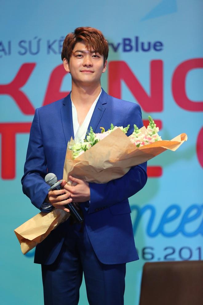 Kang Tae Oh phồng má, chu môi chiều fan Việt cực nhiệt tình - Ảnh 14.