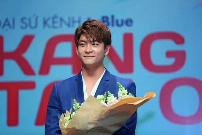 Kang Tae Oh phồng má, chu môi chiều fan Việt cực nhiệt tình - Ảnh 17.