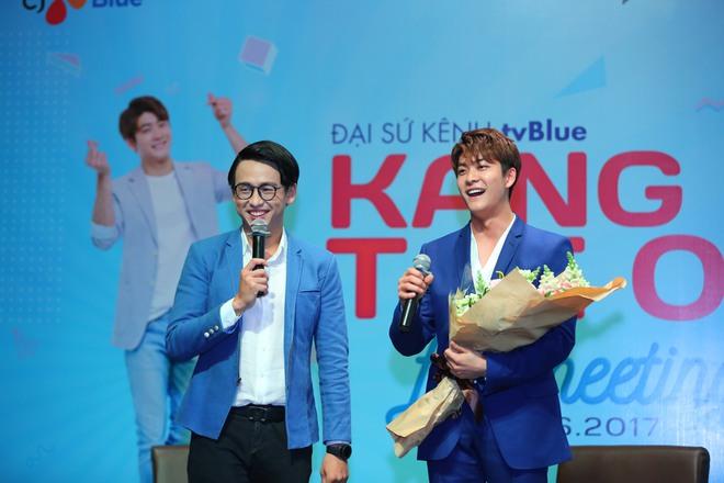 Kang Tae Oh phồng má, chu môi chiều fan Việt cực nhiệt tình - Ảnh 18.