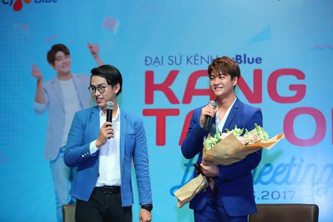 Kang Tae Oh phồng má, chu môi chiều fan Việt cực nhiệt tình - Ảnh 19.