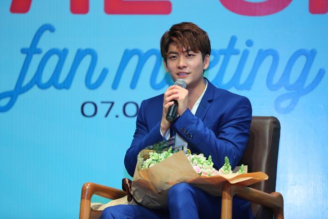 Kang Tae Oh phồng má, chu môi chiều fan Việt cực nhiệt tình - Ảnh 20.