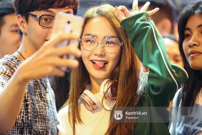 Diện đồ thể thao khoẻ khoắn, Minh Hằng nổi bật giữa sân bay lên đường đi Dubai tham dự tuần lễ thời trang quốc tế - Ảnh 4.