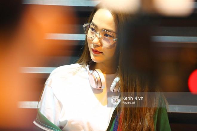 Diện đồ thể thao khoẻ khoắn, Minh Hằng nổi bật giữa sân bay lên đường đi Dubai tham dự tuần lễ thời trang quốc tế - Ảnh 3.