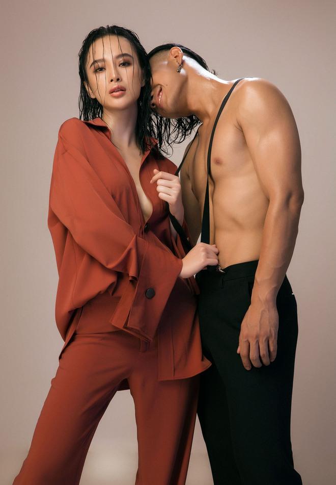 Angela Phương Trinh lỡ dại mang thai cùng Hữu Vi trong Glee Việt.