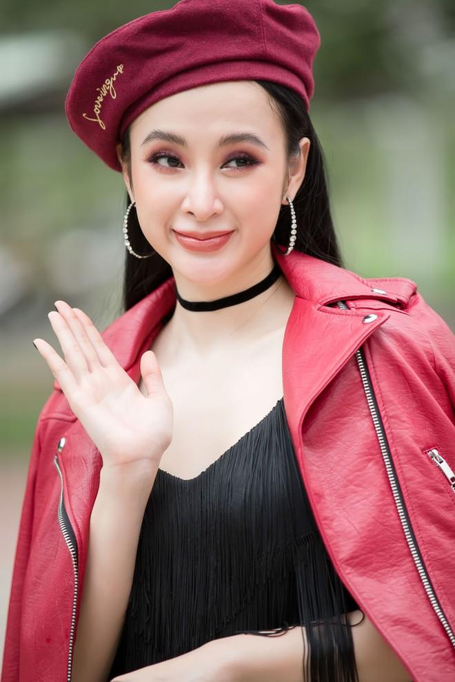 Hữu Vi khoá môi Angela Phương Trinh say đắm giữa trời mưa trước mặt khán giả - ảnh 12