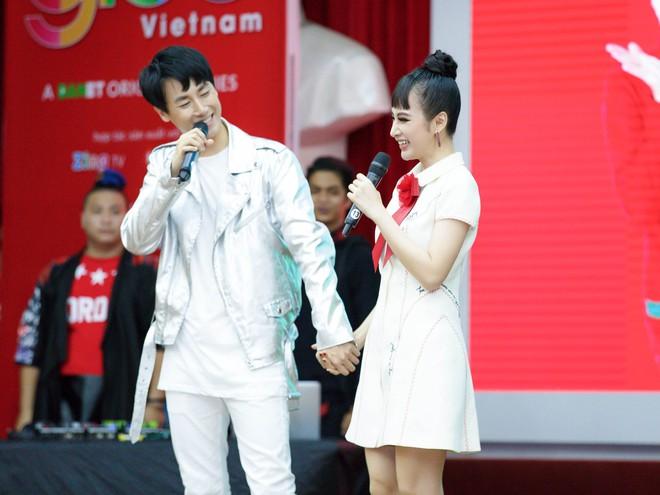 Angela Phương Trinh nắm tay Rocker Nguyễn, nhớ lại cảnh hôn nhau nhưng vẫn chọn Hữu Vi là bạn trai lý tưởng  - Ảnh 3.